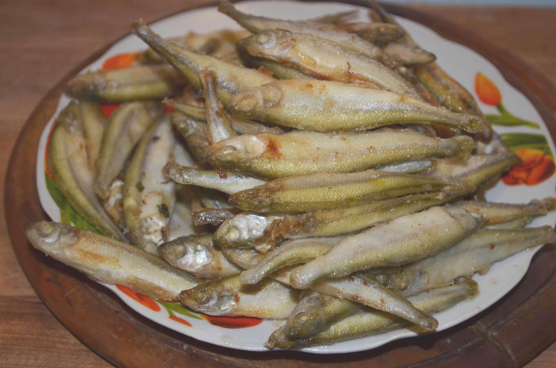 Жареная мелкая рыба