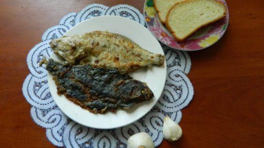 Камбала жареная на сковороде