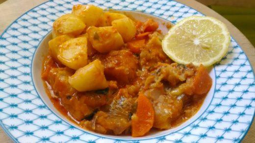 Минтай в томатном соусе с картофелем