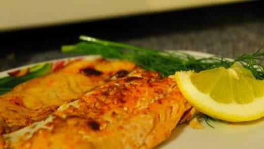 Приготовленный стейк из лосося