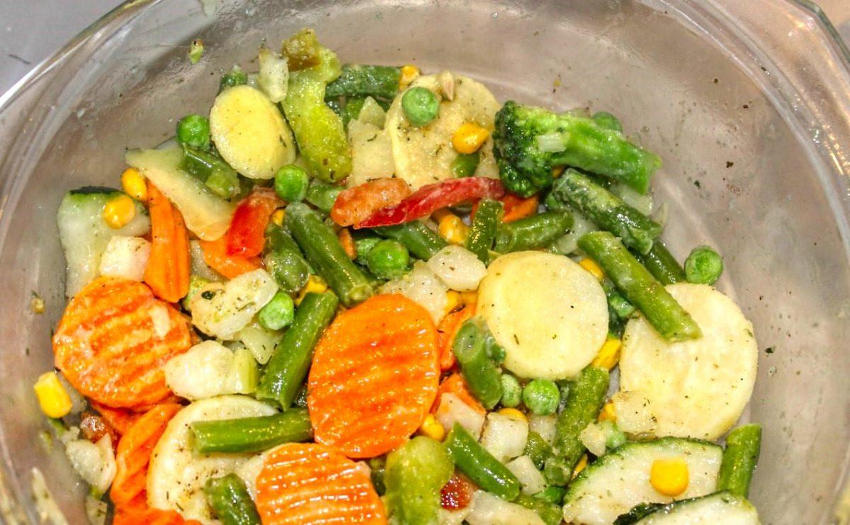 Нарезанные кружочком овощи в форме